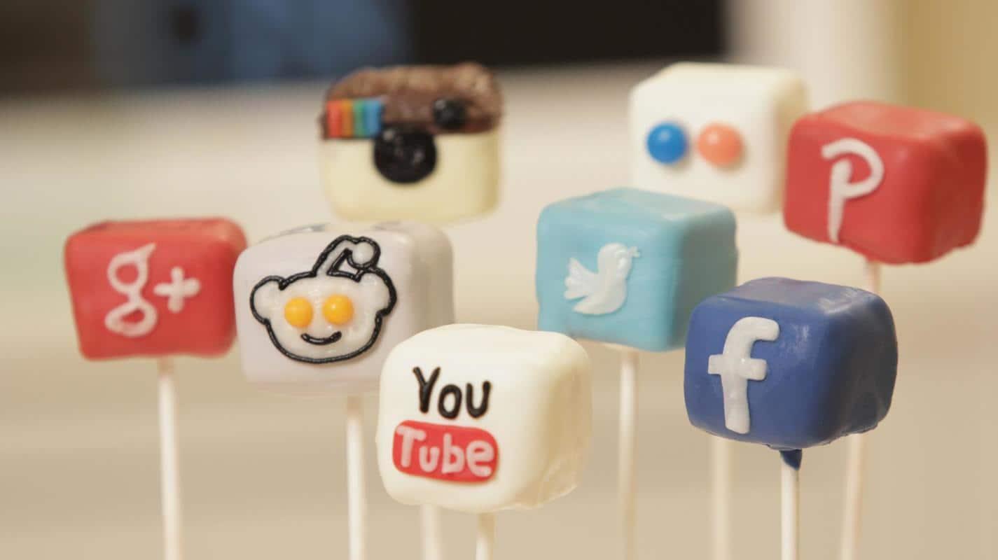 Сладки-във-формата-на-иконките-от-социалните-медии